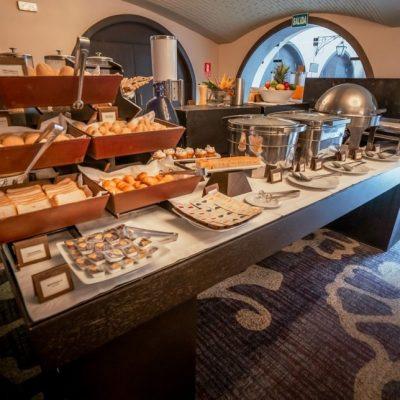 Hotel_Costa_del_Sol_wyndham_trujillo_centro_desayuno_buffet-1030x644